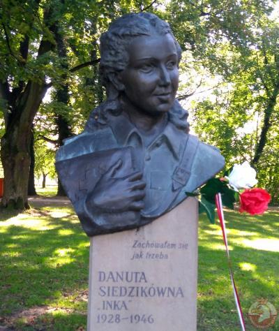 """Pomnik Danuty Siedzikówny ps. """"Inka"""" - Kraków"""