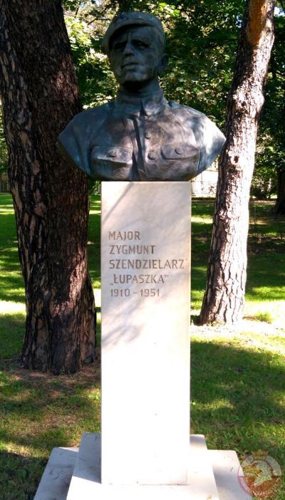 """Pomnik majora Zygmunta Szendzielarza ps. """"Łupaszka"""" - Kraków"""