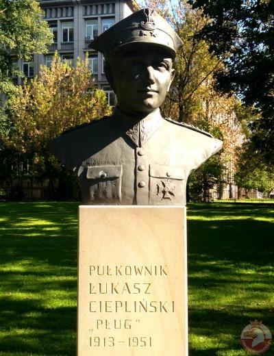 """Pomnik pułkownika Łukasza Cieplińskiego ps. """"Pług"""" - Kraków"""