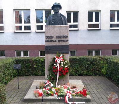 Pomnik gen. Józefa Kustronia - Nowy Sącz