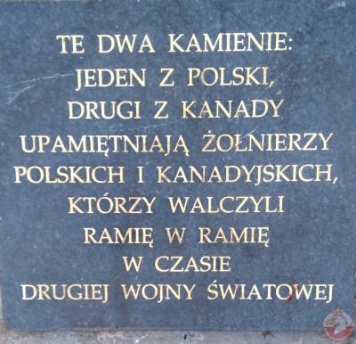 Kamienie upamiętniające żołnierzy polskich i kanadyjskich - Warszawa