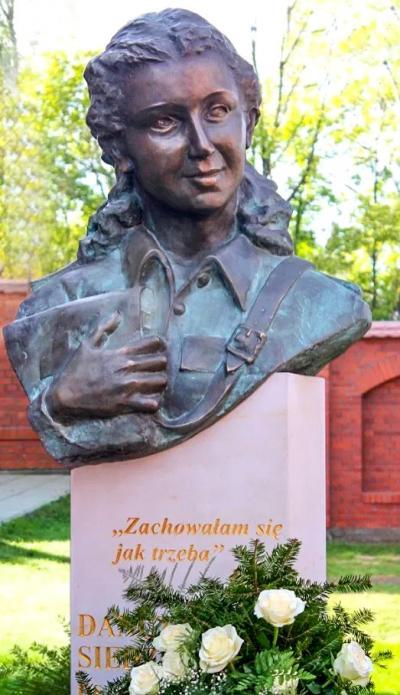 """Pomnik Danuty Siedzikówny ps. """"Inka"""" - Warszawa"""