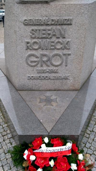 Pomnik gen. Stefana Grota-Roweckiego - Warszawa