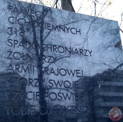 Pomnik upamiętniający Cichociemnych - Warszawa