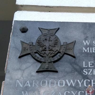 Tablica upamiętniająca miejsce kwater Narodowych Sił Zbrojnych - Warszawa