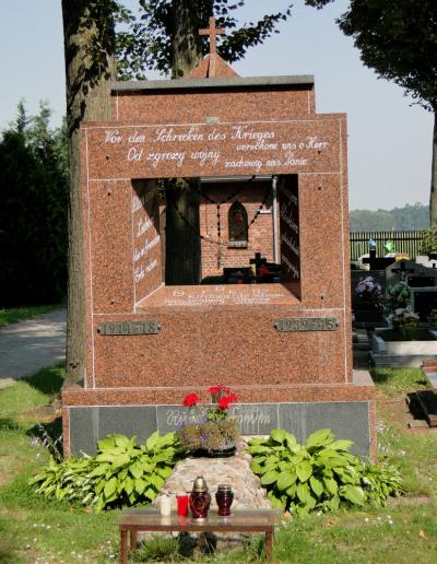Pomnik upamiętniający mieszkańców Chudoby, Wędryni i Szumiradu ofiary I i II wojny światowej - Chudoba