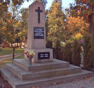 Pomnik upamiętniający ofiary I i II wojny światowej - Dobra