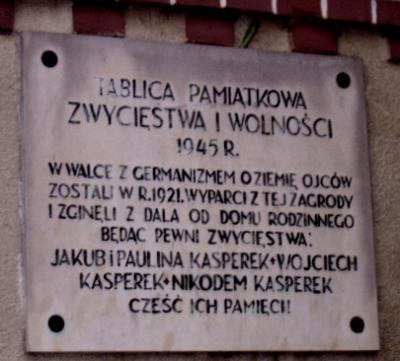 Tablica upamiętniająca walczących o odzyskanie niepodległości - Domecko