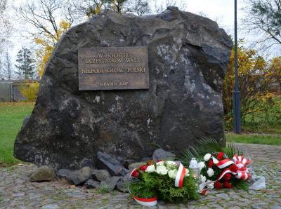 Głaz upamiętniający walczących o niepodległość Ojczyzny - Grabin