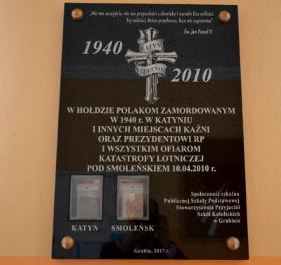 Tablica w hołdzie ofiarom zbrodni katyńskiej - Grabin