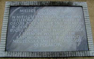 Tablica upamiętniająca istnienie hitlerowskiego obozu Polenlager - Korfantów