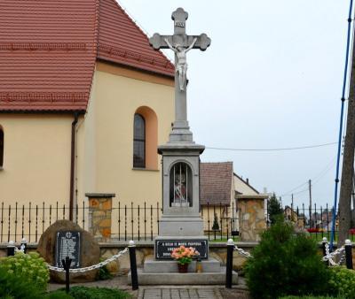 Pomnik upamiętniający poległych podczas I i II wojny światowej - Pisarzowice
