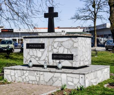 Pomnik upamiętniający poległych podczas I i II wojny światowej - Prószków