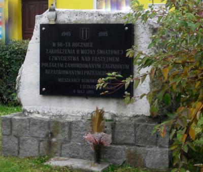 Pomnik upamiętniający 50-tą rocznicę zakończenia II wojny światowej - Ścinawa Mała