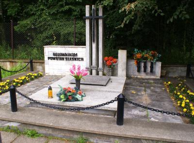 Mogiła zbiorowa Powstańców Śląskich poległych pod Górą Św. Anny w 1921 - Zawadzkie