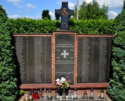 Pomnik upamiętniający ofiary I i II wojny światowej - Zębowice