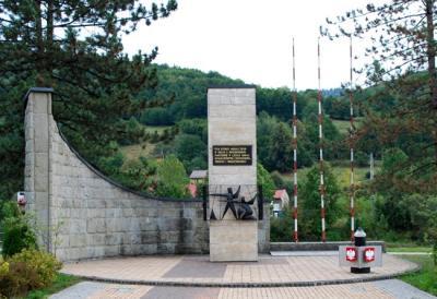 Pomnik poświęcony poległym w walce z najeźdźcą - Czernichów