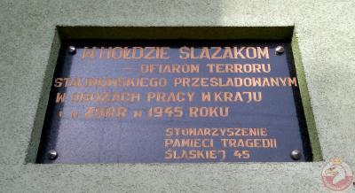 Tablica upamiętniająca ofiary terroru stalinowskiego, prześladowanych w obozach pracy w kraju i ZSRR - Knurów